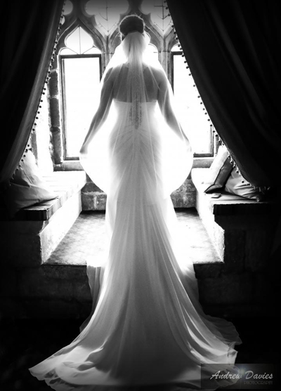 bridal portrait bride in window light � www.andrew-davies.com
