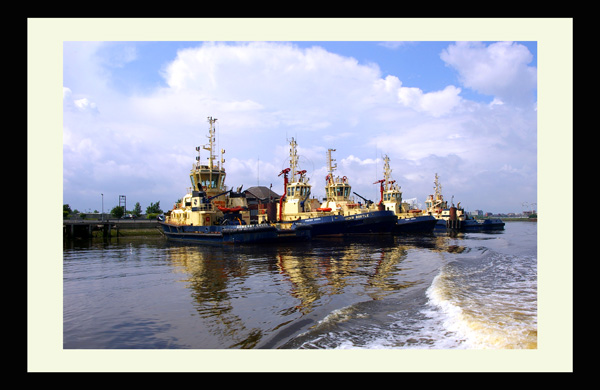 tug boats river tees photo