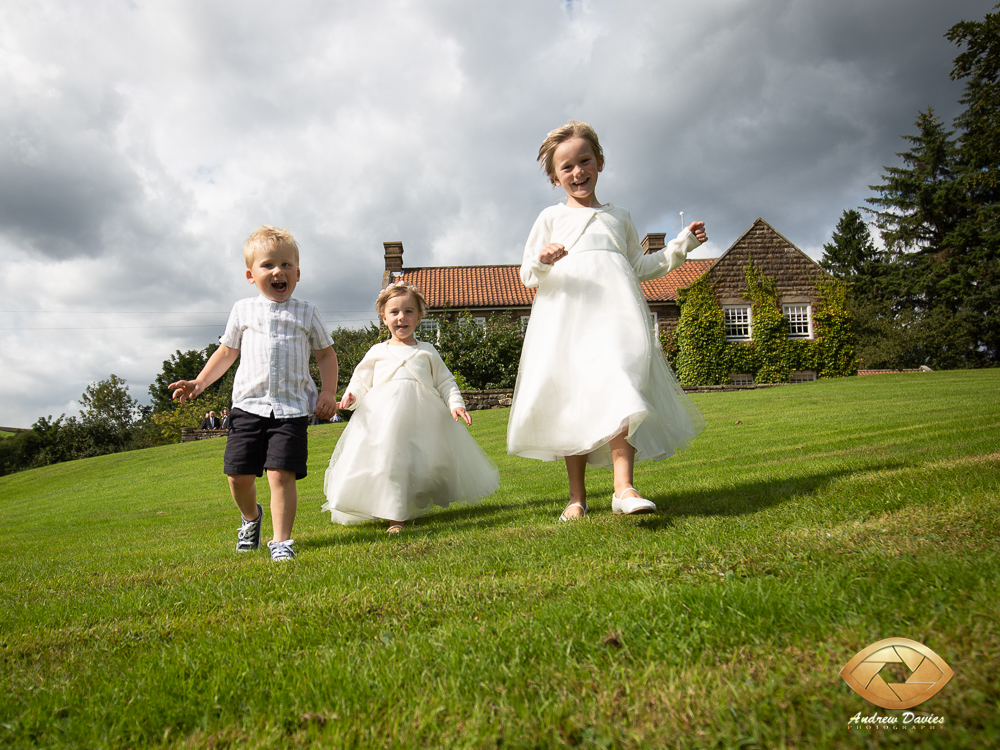 laskill country house wedding photographers photo in the grounds